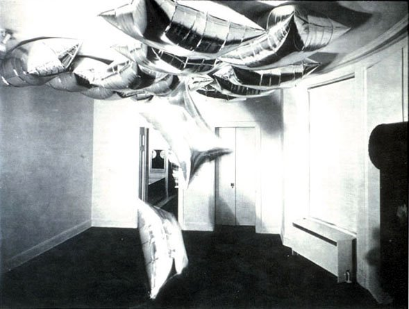 Warhol_silverclouds_1966