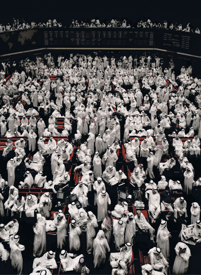 Andreas-Gursky-Kuwait-Stock-Exchange-2000-700x955