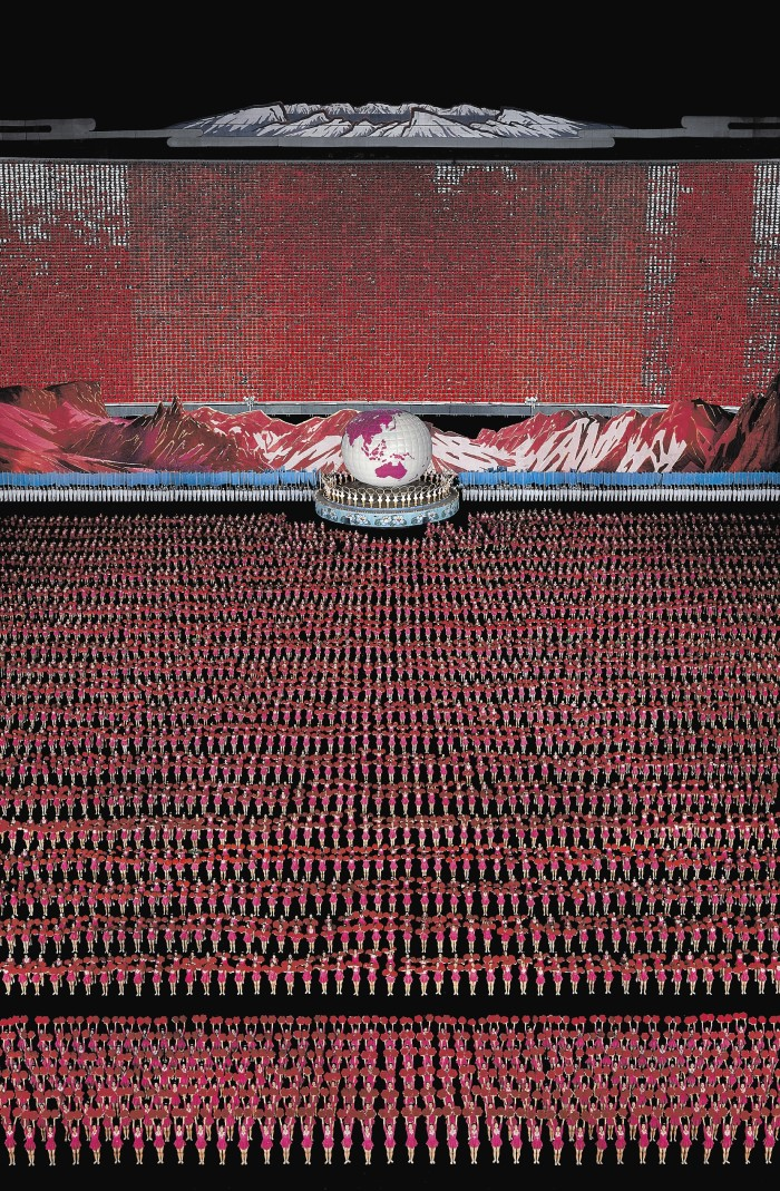 andreas-gursky-pyongyang-IV-700x1069